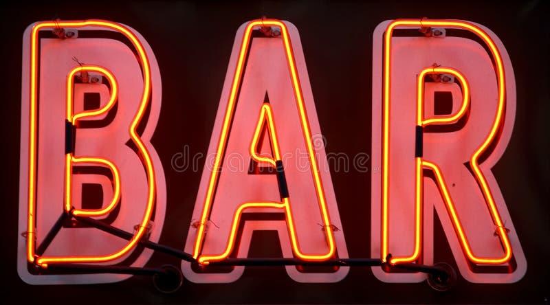 Rotes Neonstabzeichen stockfotografie