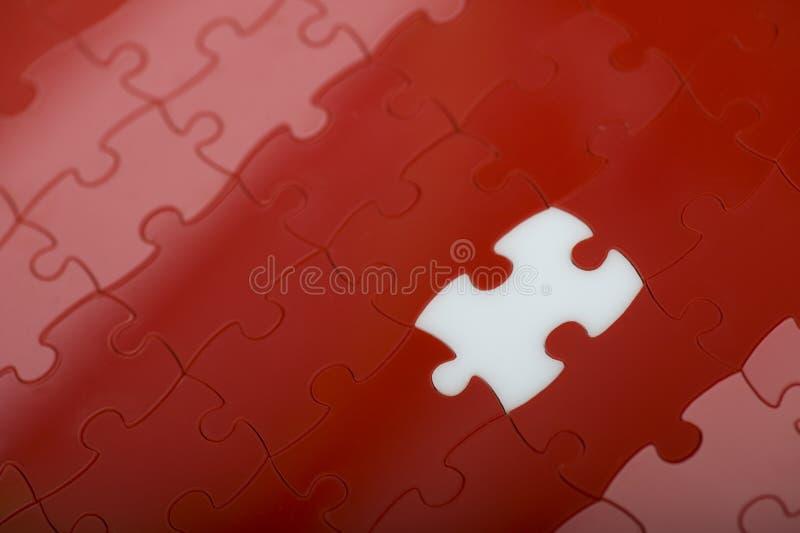 Rotes Puzzlespiel lizenzfreie stockbilder