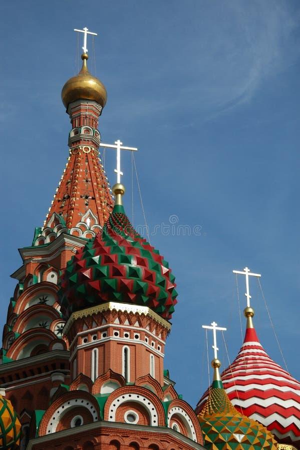 Rotes Quadrat in Moskau im blauen Himmel. Abschluss oben stockfoto