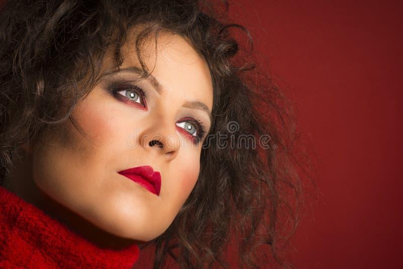 Rotes Schönheitsporträt lizenzfreie stockfotos