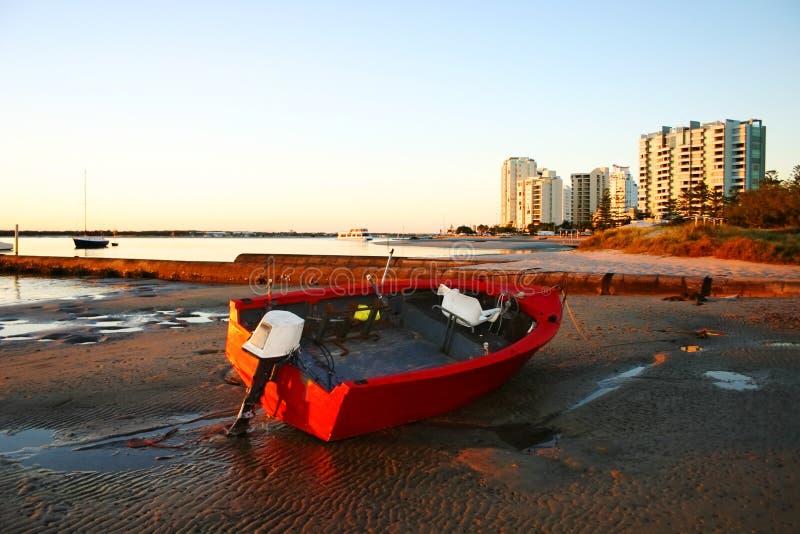 Rotes Schlauchboot lizenzfreie stockbilder