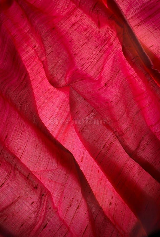 Rotes Segeltuch mit Querstreifen lizenzfreie stockbilder
