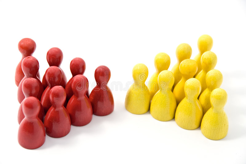 Rotes Team trifft gelbes Team stockbilder