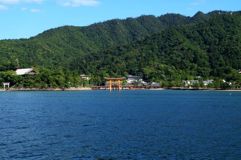Rotes Tor des Schreins Itsukushima stockfotos