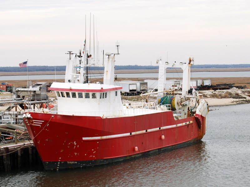 Rotes u. weißes Handelsfischerboot stockfoto