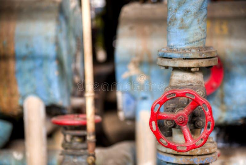 Rotes Ventil in der conlonial Artfabrik stockfotos