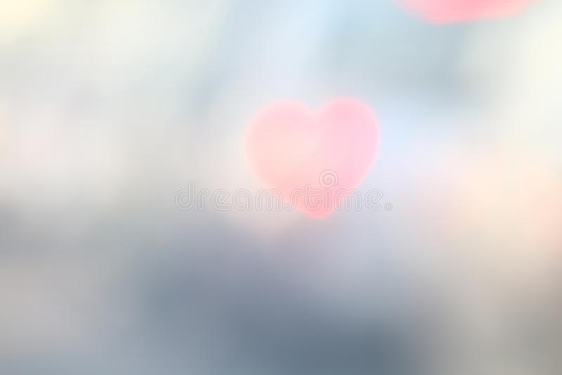 Rotes weiches Herz-förmiges auf buntem bokeh Beleuchtung des schwarzen Hintergrundes für Dekorationshintergrundtapete verwischte  stockfotos