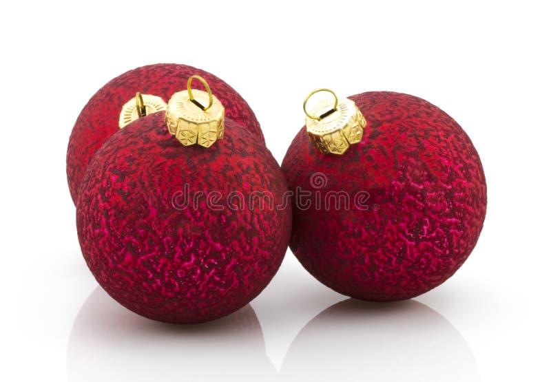 Rotes Weihnachten-balsl über weißem Hintergrund stockfoto