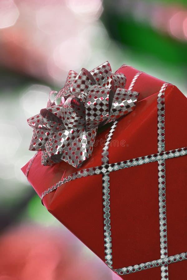 Download Rotes Weihnachtsgeschenk stockfoto. Bild von farbband - 26372798