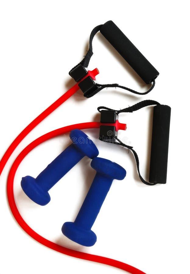 Rotes Widerstand-Band und blaue Gewichte stockbilder