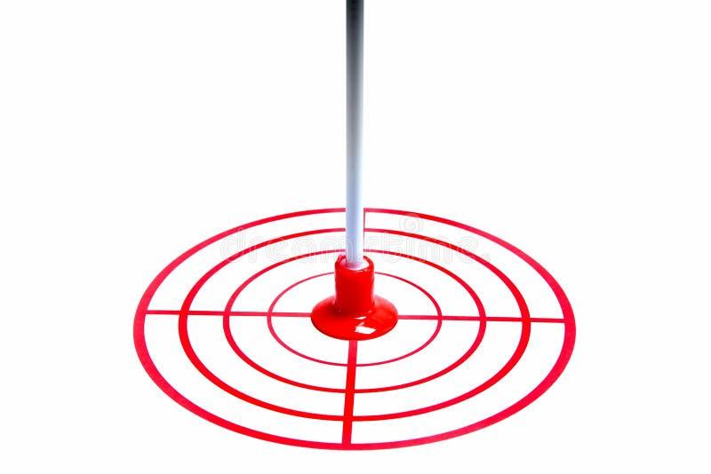 Rotes Ziel und ein Pfeil lokalisiert auf weißem Hintergrund stockfotos