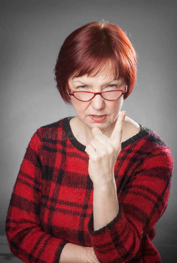 Rothaarige Frau, Porträt, Gesichtsausdruck, drohen einem Finger stockbilder