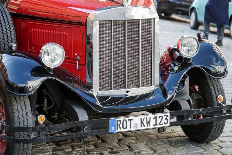 ROTHENBURG, GERMANY/EUROPE - 26 DE SEPTIEMBRE: BU rojos pasados de moda foto de archivo