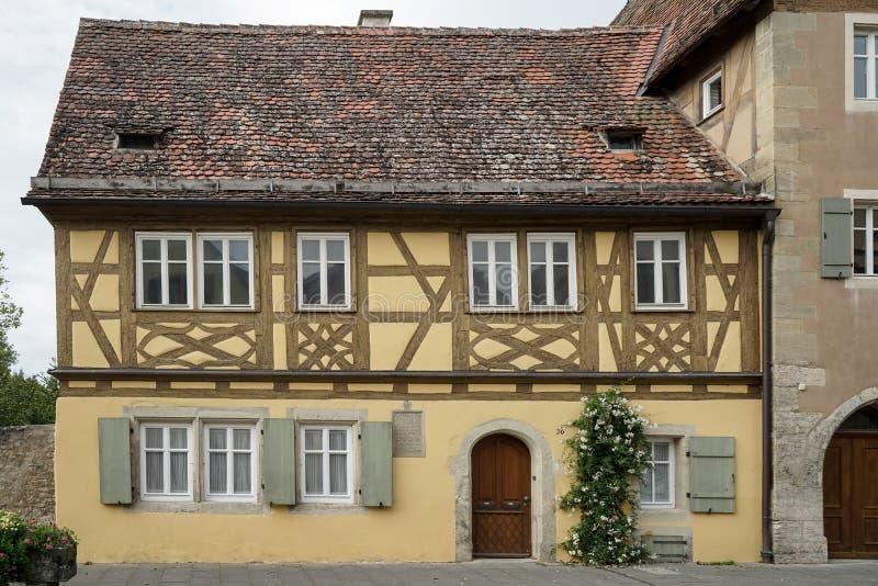 ROTHENBURG, GERMANY/EUROPE - 26 DE SEPTIEMBRE: Casa vieja en Rothenb imágenes de archivo libres de regalías