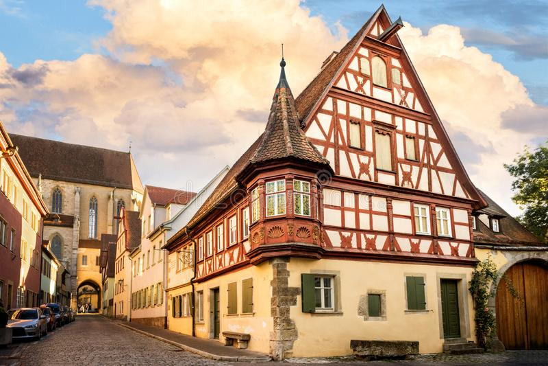 Rothenburg obder Tauber är en av de mest härliga och mest romantiska byarna i Europa, den Franconia regionen av Bayern, Tyskland royaltyfria bilder