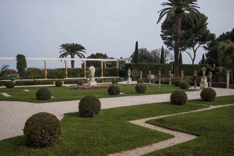 Rothschild trädgårdar och villa arkivfoto