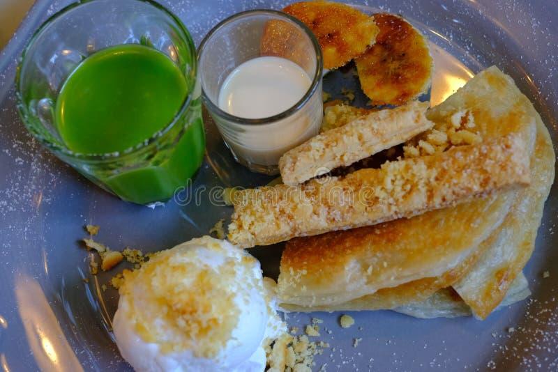 Roti香蕉焦糖冰淇凌牛奶Pandan乳蛋糕 库存照片