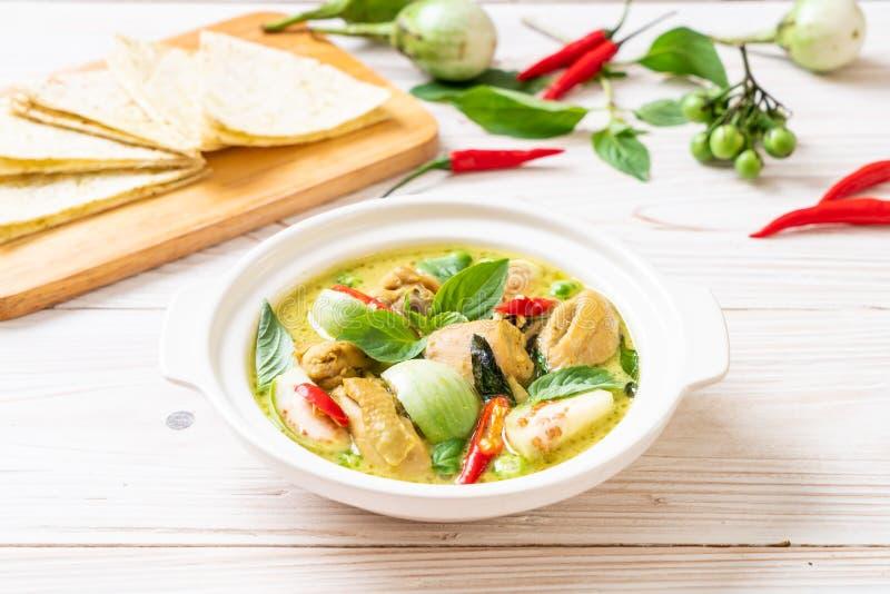 Roti y curry verde con el pollo imagenes de archivo