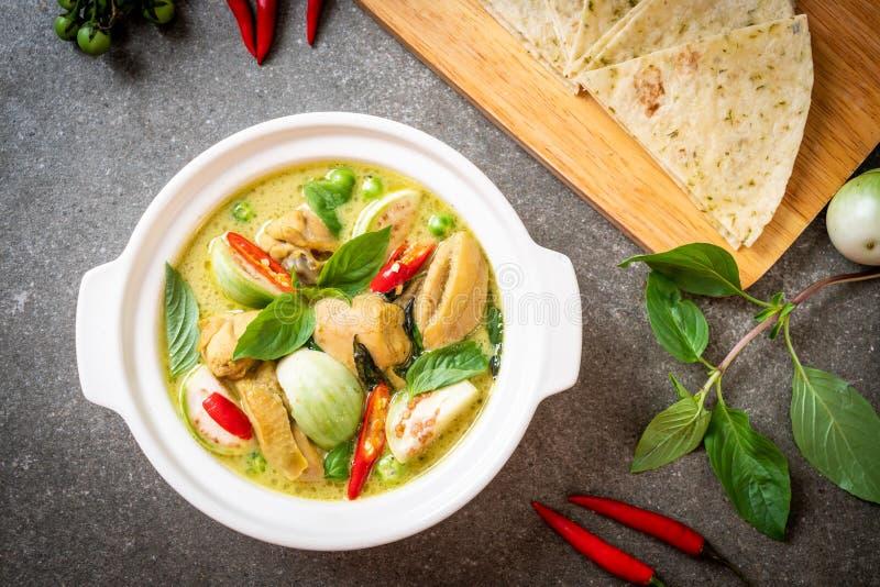 Roti y curry verde con el pollo foto de archivo