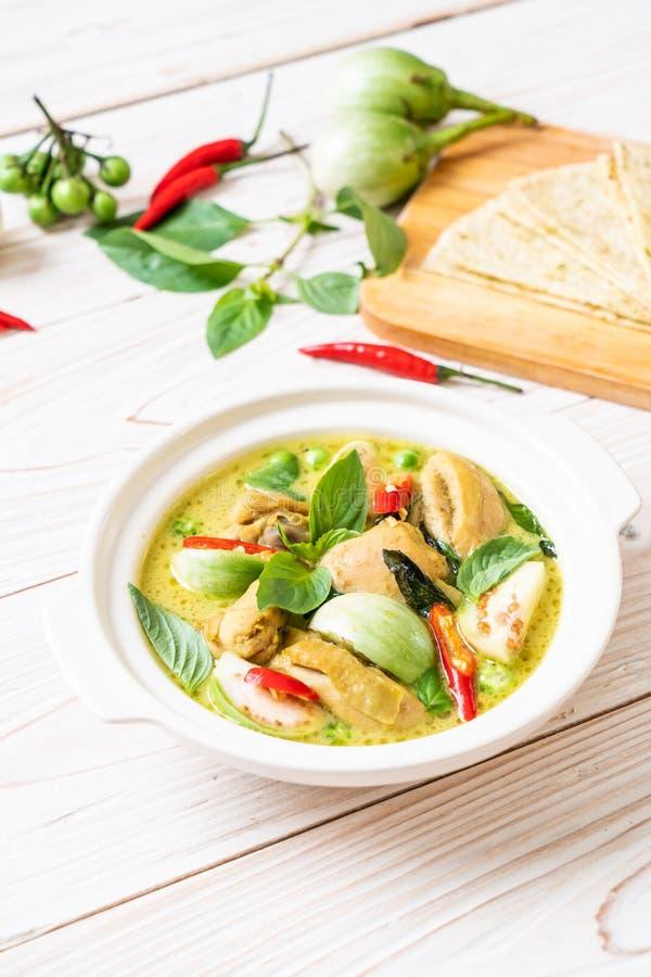Roti y curry verde con el pollo imagen de archivo