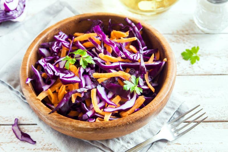 Rotkohl-Kohlsalat-Salat lizenzfreies stockbild