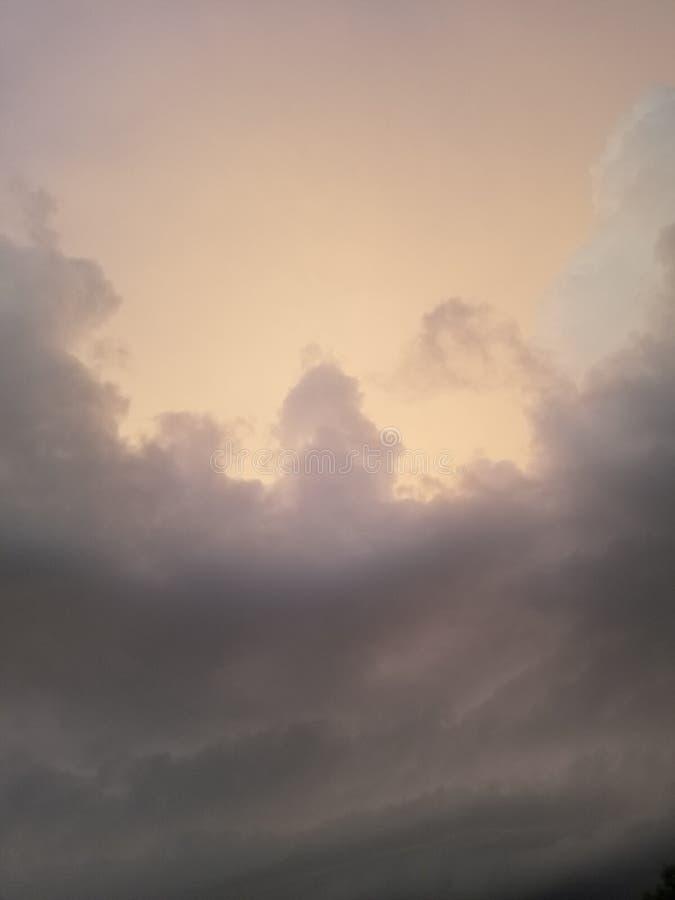 Rotolamento della tempesta dentro immagini stock