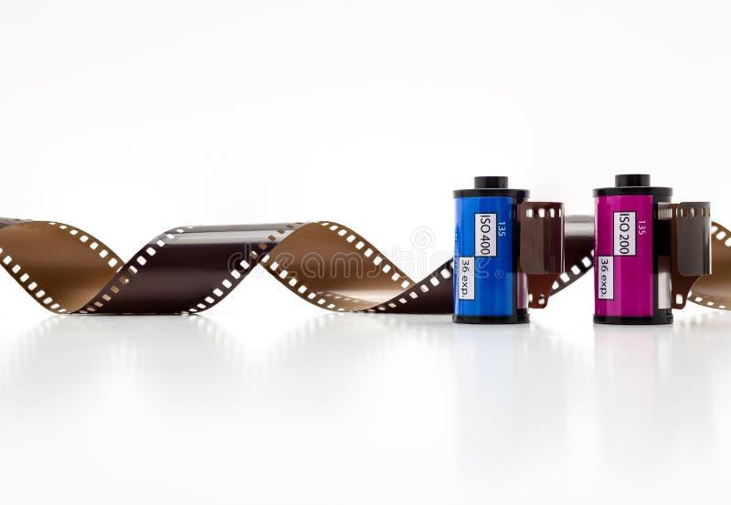 rotoli di film della foto di 35mm Isolato su priorità bassa bianca fotografia stock