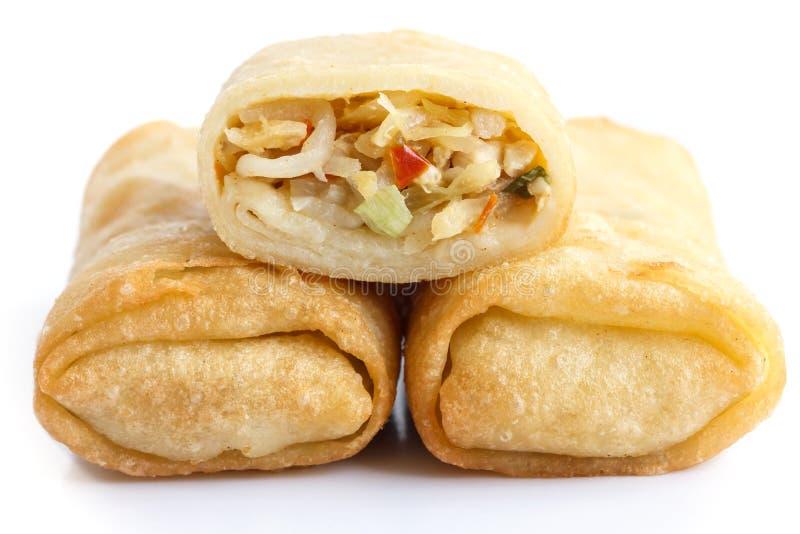 Rotoli di molla di verdure cinesi fritti su bianco fotografia stock