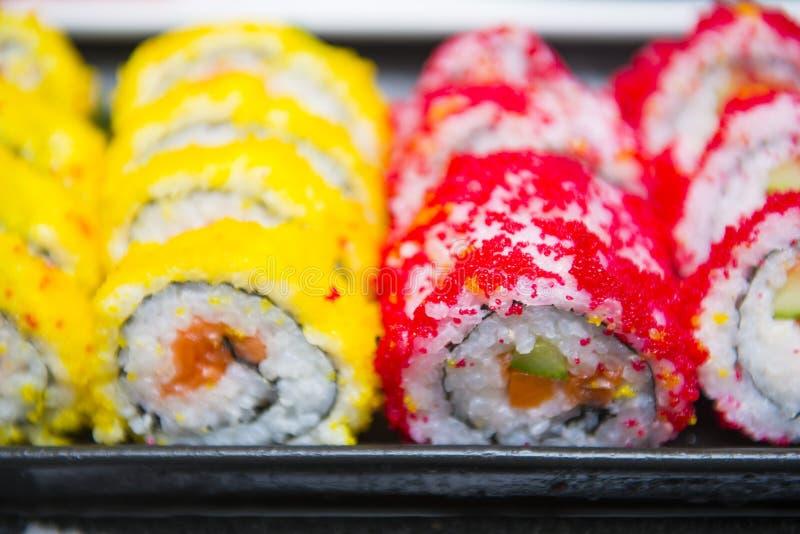 Rotoli di sushi giapponesi freschi immagini stock