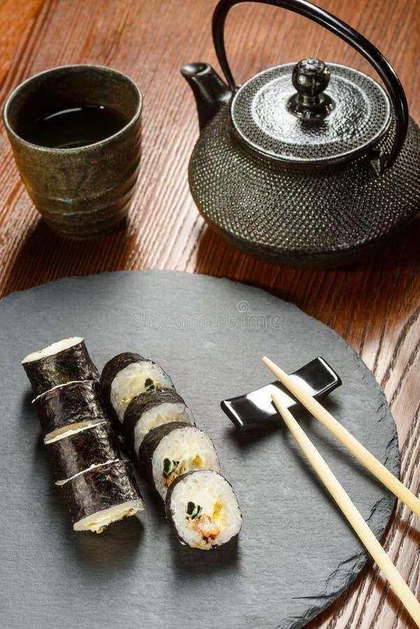 Rotoli di sushi marinati del ravanello immagini stock libere da diritti