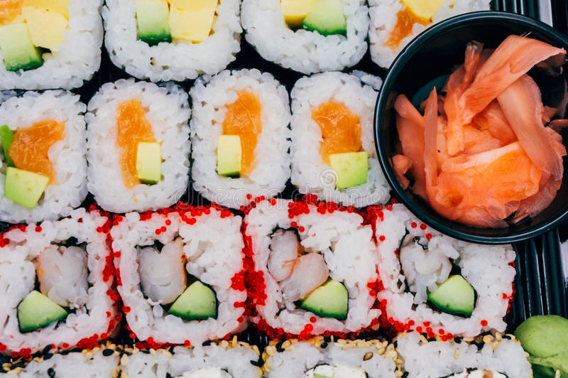 Rotoli di sushi misti fotografia stock libera da diritti