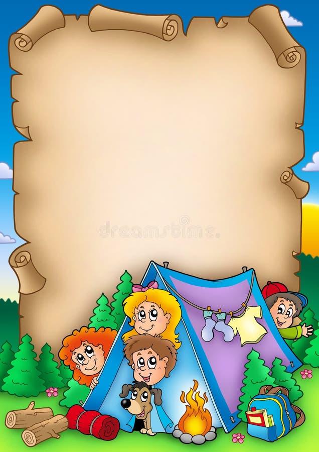 Rotolo con il gruppo di bambini di campeggio royalty illustrazione gratis