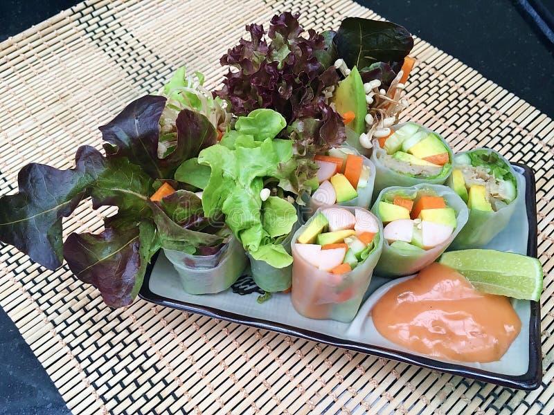 Rotolo dell'insalata del fungo e della salsiccia immagini stock libere da diritti