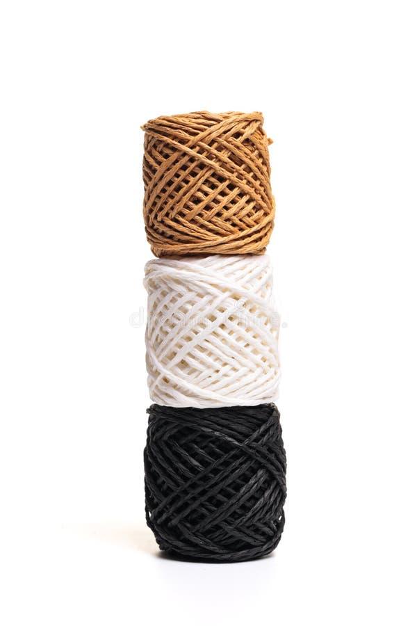 Rotolo della corda della canapa isolato su fondo bianco fotografie stock libere da diritti