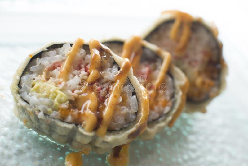 Rotolo della dinamite dei sushi immagini stock