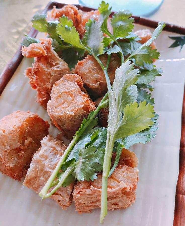 Rotolo della polpa di granchio Deep fried o di Hoi Jor fotografie stock libere da diritti