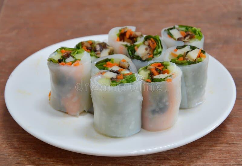 Download Rotolo Di Molla Fresco Tailandese Con Le Erbe Immagine Stock - Immagine di ingrediente, stile: 55363191