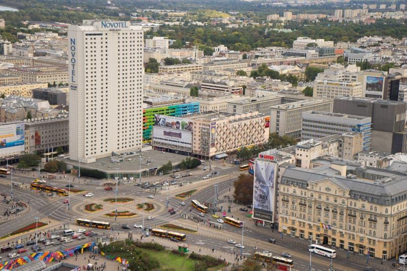 Rotonda occupata nel centro urbano di Varsavia fotografie stock libere da diritti
