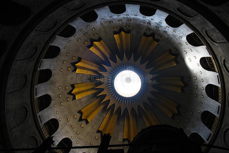 Rotonde in de Kerk van het Heilige Grafgewelf, het graf van Christus, in de Oude Stad van Jeruzalem, Israël royalty-vrije stock foto