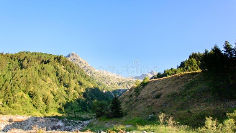 Rotondo suíço de Pizzo da montanha em Ticino Switserland imagens de stock