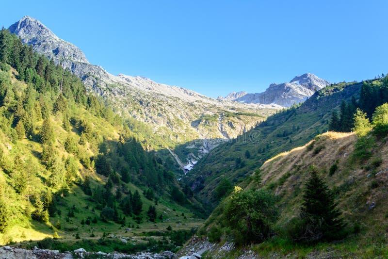 Rotondo suíço de Pizzo da montanha em Ticino Switserland fotos de stock