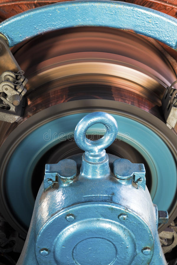 Rotor, der im alten Motor arbeitet lizenzfreie stockbilder