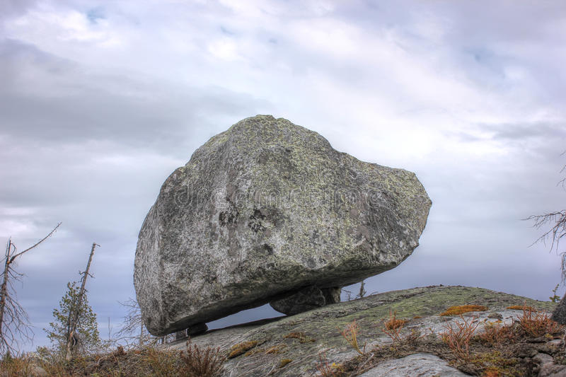 Rots omhoog op de berg Vottovaara, Karelië, Rusland stock foto's