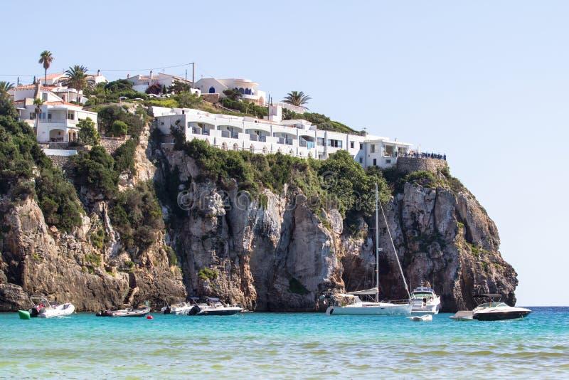Rots op het Cala Engelse Portiersstrand, Menorca, Spanje royalty-vrije stock fotografie
