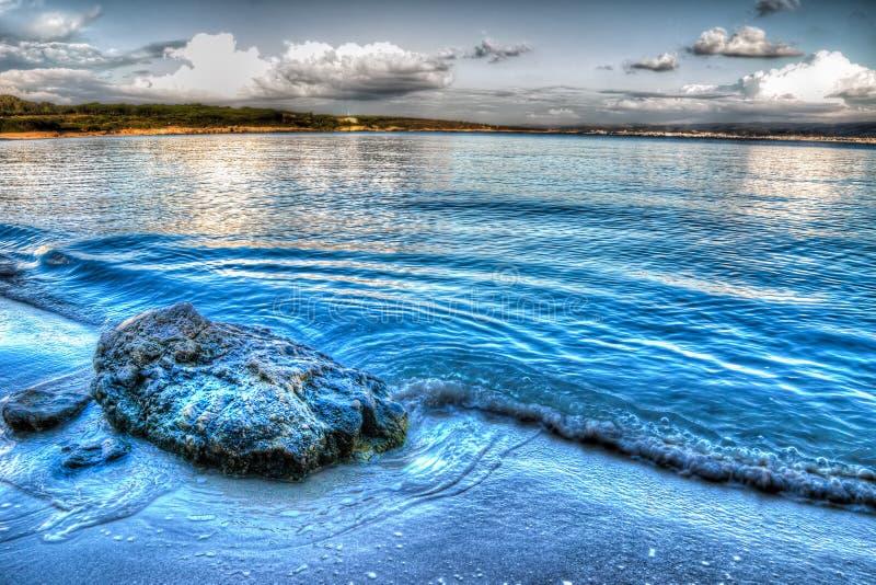 Download Rots op het zand stock foto. Afbeelding bestaande uit niemand - 54076462