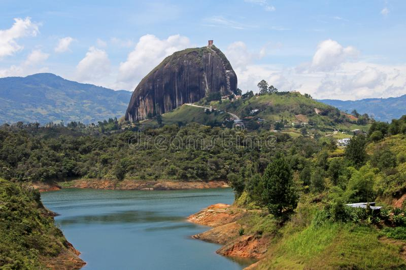 Rots van Guatape, Piedra DE Penol, dichtbij Medellin, Colombia stock fotografie