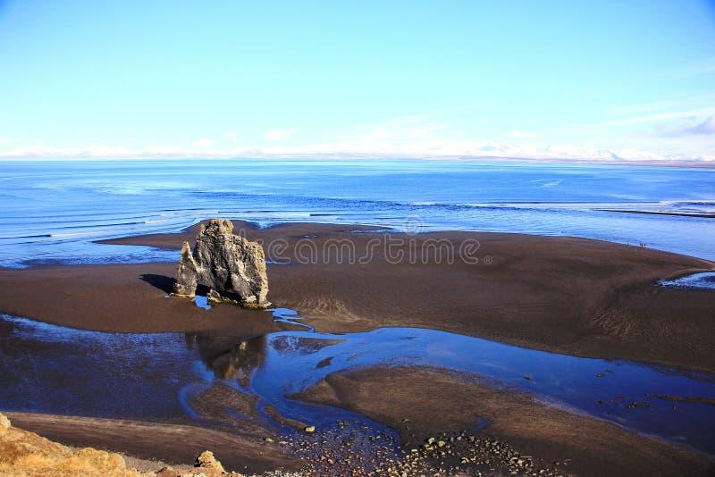 Rots van het Hvitserkur de unieke basalt in IJsland stock foto's