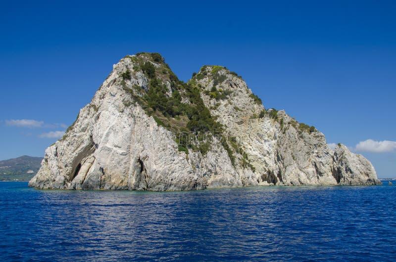 Rotsachtig eiland zonder mensen, Zakynthos royalty-vrije stock afbeeldingen