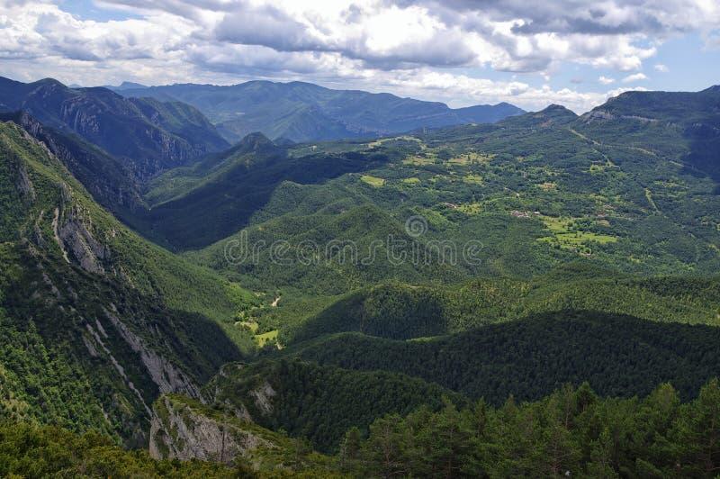 Rotsachtig en bewolkt landschap van de Gresolet-berg, Spanje stock foto