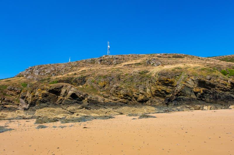 Rotsachtig kust en strand op de Kaap Carteret Normandi?, Frankrijk royalty-vrije stock afbeeldingen